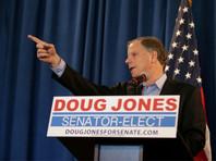 Алабама впервые за 20 лет избрала в конгресс демократа на фоне секс-скандала