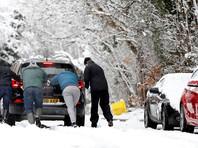 Водителям, которые все же рискнут отправиться в путь, власти рекомендуют запастись теплой одеждой, горячим питьем и едой. А также лопатой, фонарем и лекарствами