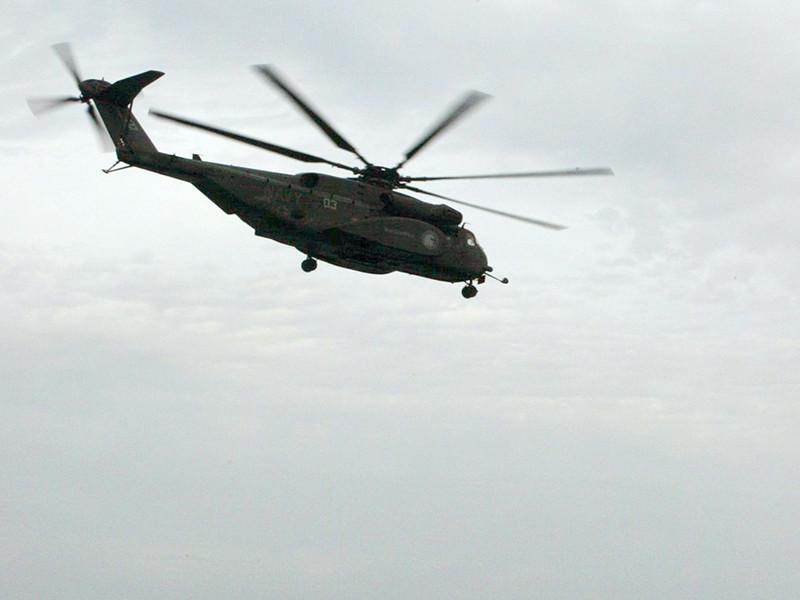 В Японии на школьную площадку упала часть военного вертолета США