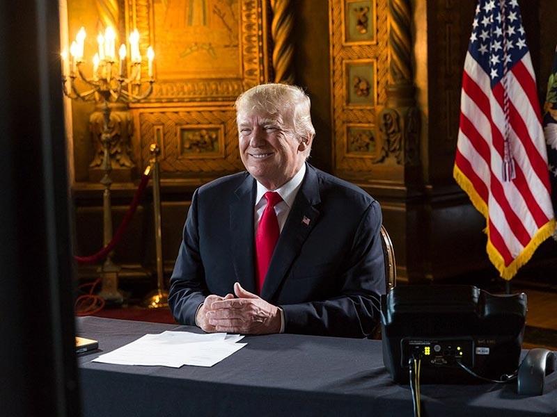 Президент США Дональд Трамп, подводя итоги своего первого года работы в качестве главы Белого дома, отметил, что его рейтинг находится на уровне его предшественника Барака Обамы в 2009 году
