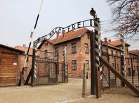"""В Польше суд дал условный срок """"будущему раввину"""" из США, нацарапавшему на стене Освенцима свое имя"""