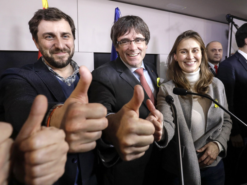 Испанский премьер Рахой отказался встречаться с Пучдемоном за пределами страны
