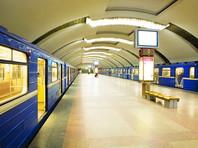 В Минске ночью остановились поезда метро. Пассажиров выводили по путям