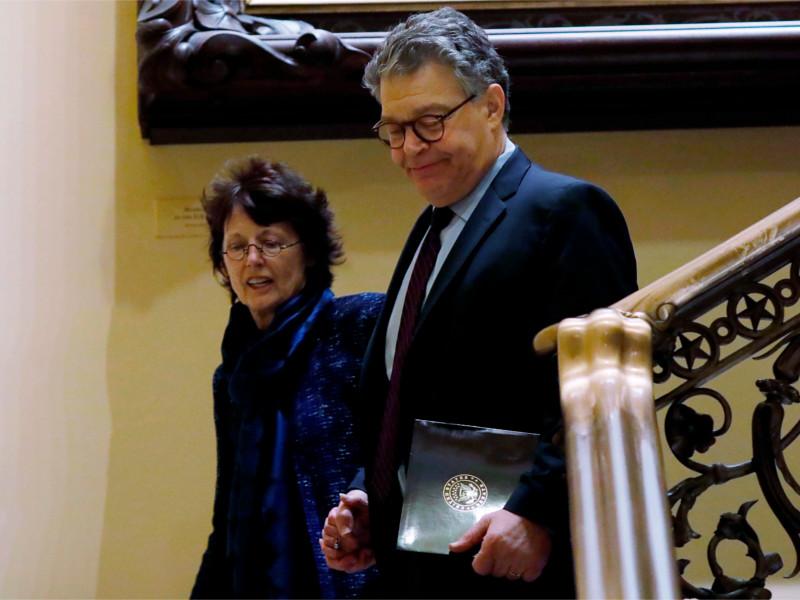 Сенатор Эл Франкен покидает конгресс