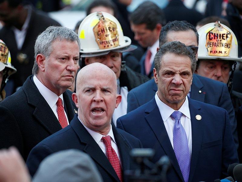 """По словам начальника полиции Нью-Йорка Джеймса О'Нила, Улла прикрепил взрывное устройство к телу с помощью """"липучек и молний"""". Не исключено, что молодой человек планировал выступить в роли террориста-смертника, однако бомба сработала не по плану злоумышленника"""