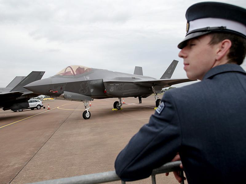 Крупнейший в мире производитель оружия - американский концерн Lockheed Martin - по выгодной цене продает новые истребители F-35 таким странам, как Великобритания, Италия и Норвегия