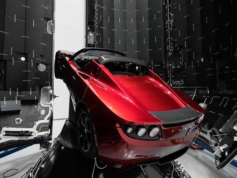 Маск намерен вернуть на Землю все три части первой ступени ракеты, которая запустит к Марсу красный родстер Tesla