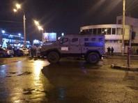 В полиции сообщили, что в Харьков из Киева спецрейсом летит отряд спецназа КОРД. Оцепленную территорию вокруг отделения почты держат под контролем снайперы