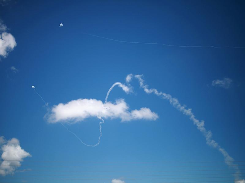 Днем в пятницу во многих израильских населенных пунктах, расположенных неподалеку от границы с сектором Газа, сработали сирены, предупреждающие о возможном ракетном обстреле
