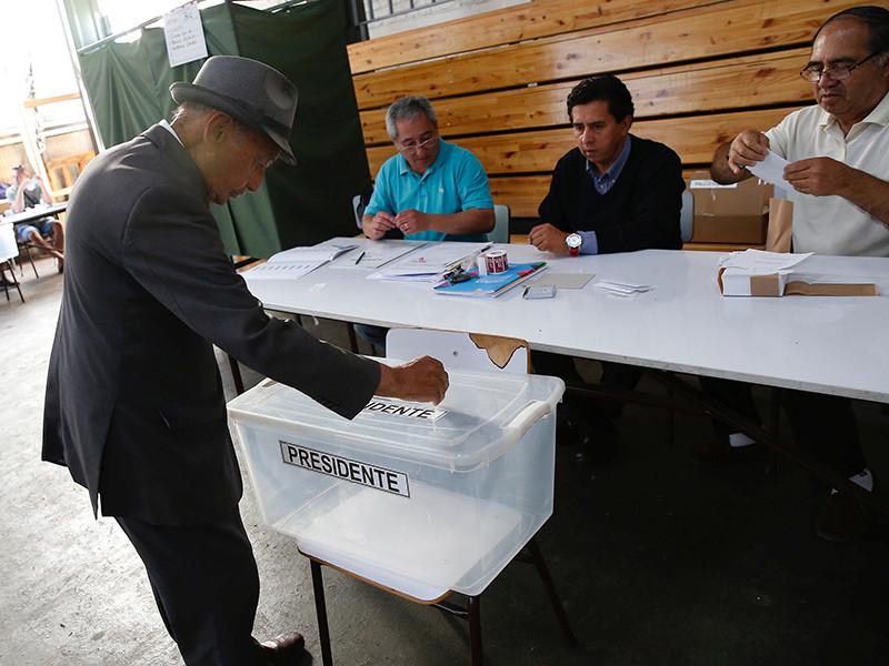 В Чили в воскресенье решающий тур выборов президента: за пост борются миллиардер Себастьян Пиньера и бывший журналист Алехандро Гильер
