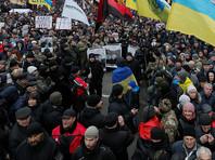 Шествие и митинг прошли мирно при большом стечении народа. А вот у дворца начались стычки
