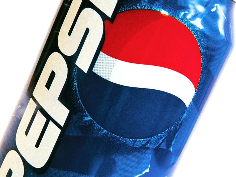 Рыбаки из канадской провинции Нью-Брансуик сообщили про необычный улов, пойманный ими 21 ноября возле острова Гранд-Манан. Среди попавшейся в сети добычи оказался лобстер, на клешне которого красовалось до боли знакомое изображение - сине-красный логотип компании Pepsi