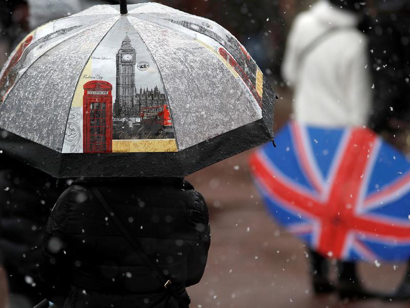 Великобританию в воскресенье парализовал снегопад, в ряде районов ставший рекордным за всю историю наблюдений