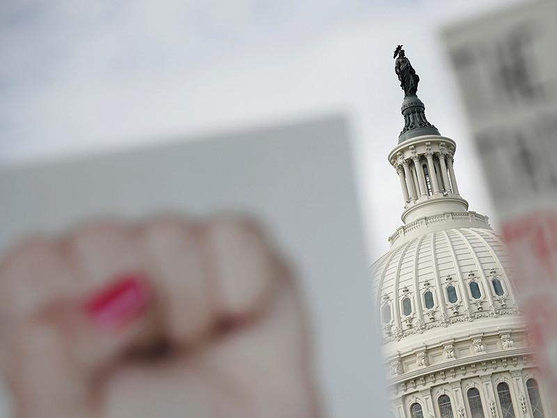 Три женщины, которые ранее публично обвинили президента США Дональда Трампа в сексуальных домогательствах, объявили о своих намерениях обратиться к американскому конгрессу с просьбой начать разбирательство