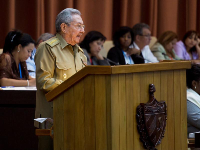Рауль Кастро во время выступления в парламенте Кубы