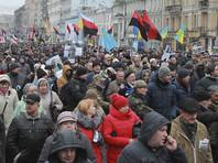 """В центре столицы Украины Киева в воскресенье проходит инициированный сторонниками Михаила Саакашвили """"Марш за импичмент"""" президента Петра Порошенко"""