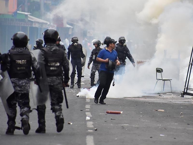Правительство Гондураса после скандальных выборов объявило комендантский час в попытке взять под контроль общественные беспорядки