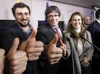 После объявления результатов голосования Пучдемон заявил о поражении Рахоя и о готовности встретиться с испанским премьером в Брюсселе, где он сейчас находится, или в любом другом месте в ЕС за исключением Испании