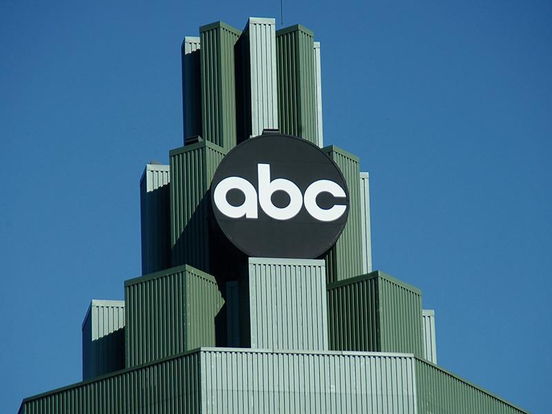 ABC отстранил журналиста за ошибку в репортаже об экс-советнике Трампа