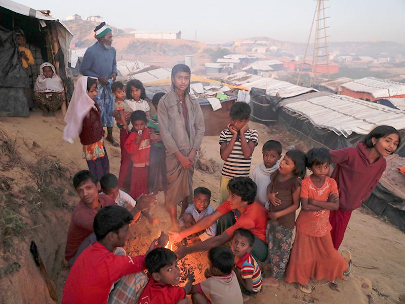 Власти Бангладеш подготовили план по переселению части беженцев-рохинджа, проживающих в стране, на необитаемый остров в Бенгальском заливе