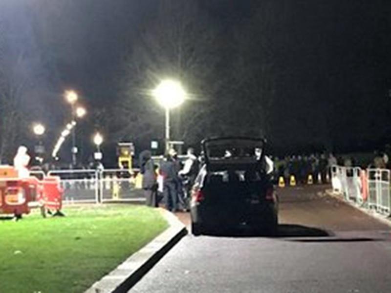 Ранее сообщалось, что полиция оцепила площадь Гайд-парк-корнер рядом с Букингемским дворцом из-за подозрительного автомобиля