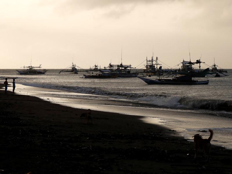Увеличилось число жертв крушения судна у берегов Филиппин