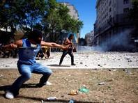 Противники пенсионной реформы в Аргентине устроили массовые беспорядки: в столице  десятки раненых и задержанных