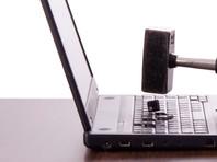 Финская журналистка разбила свой компьютер молотком - к ней пришли с обыском из-за статьи о слежке спецслужб за российскими военными
