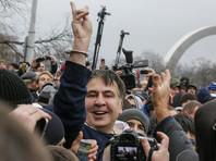 Накануне Генпрокуратура предприняла попытку задержать Саакашвили прямо у него дома в Киеве по обвинению в содействии деятельности преступной организации, однако соратники освободили его из автобуса Службы безопасности