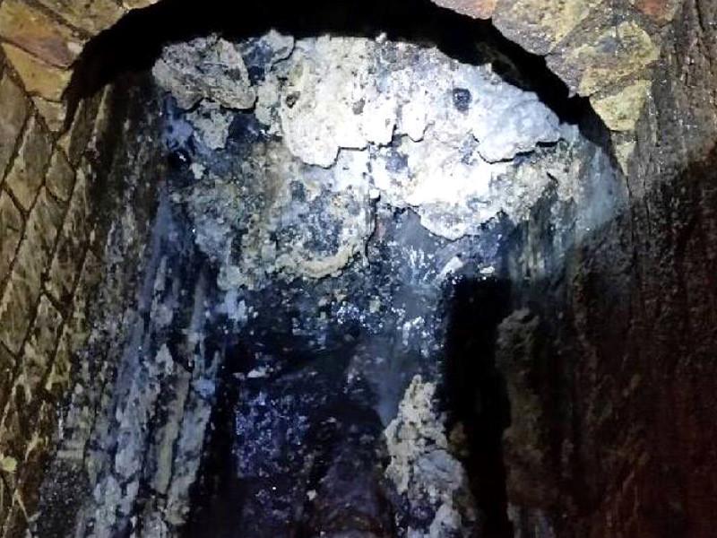 """В Лондоне решили сохранить для истории кусочек рекордного """"жирового монстра"""" из канализации"""