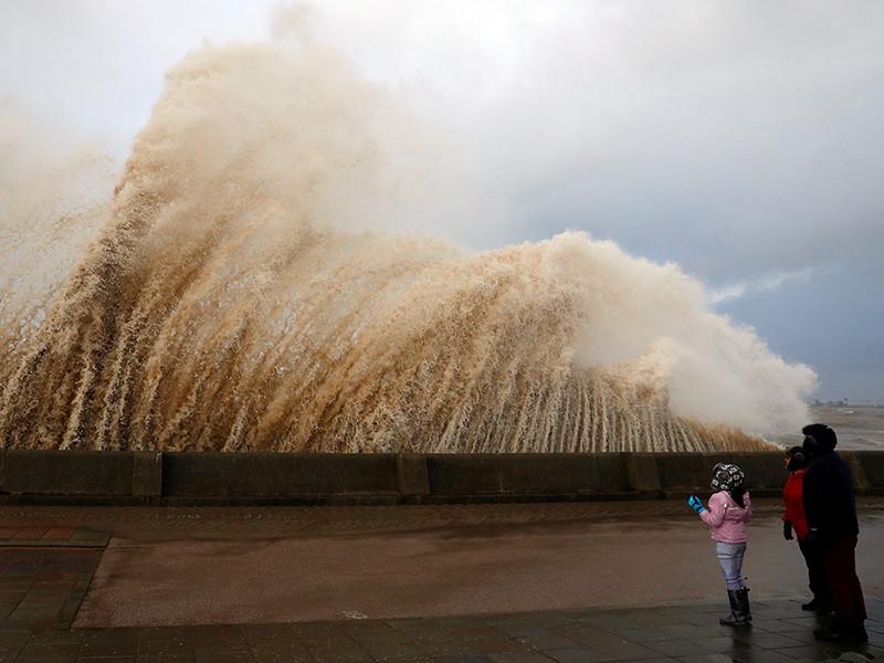 """В результате урагана """"Элеонор"""", 3 января прошедшего по Северной Европе, задев Францию и Германию, погибли три человека. Еще 15 человек пострадали, четверо из них - серьезно"""