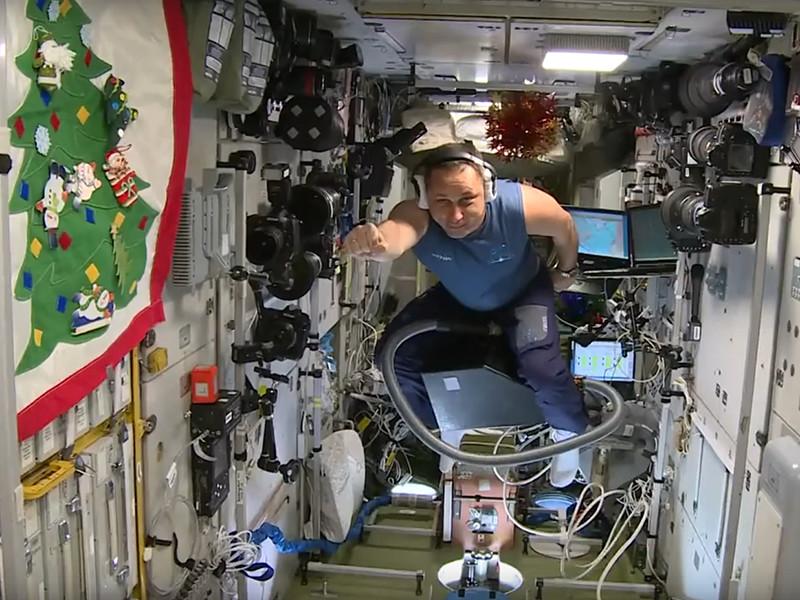 Космонавт Шкаплеров полетал по МКС на пылесосе