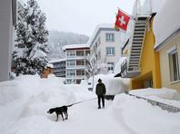 Самый сильный снегопад за последние 20 лет парализовал движение в швейцарском горнолыжном курорте Давос, где 23 января открывается Всемирный экономический форум