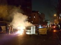 """Накануне Трамп отметил, что акции протеста в Иране вызваны осознанием иранских граждан того, какой экономический ущерб они несут из-за поддержки Тегераном """"терроризма"""". В воскресенье он также обращался к правительству Ирана с призывом уважать права своих граждан, в том числе право на самовыражение"""