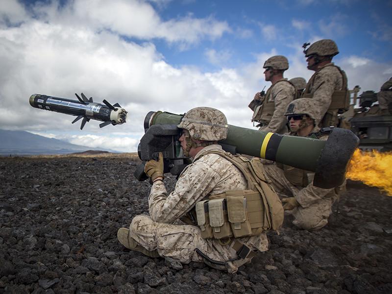 Американские власти сами оплатят по меньшей мере часть новой военной помощи Украине, включающей поставки противотанковых ракетных комплексов (ПТРК) Javelin