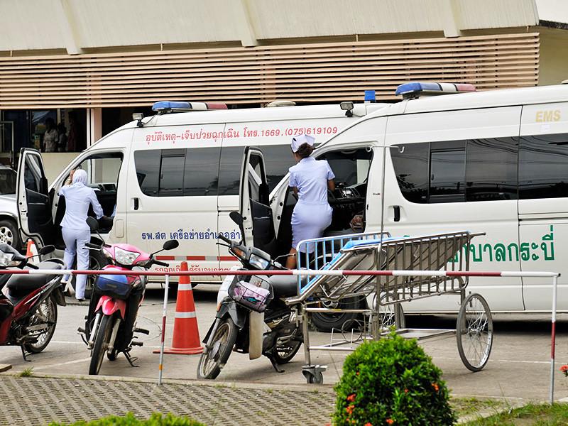 """Две гражданки России погибли в результате ДТП на острове Пхукет в Таиланде. Как сообщает сайт """"Новости Пхукета"""", женщины находились в салоне легкового седана Nissan Almera, столкнувшегося с минивэном Toyota в районе Чернг-Талей в воскресенье днем, 21 января"""