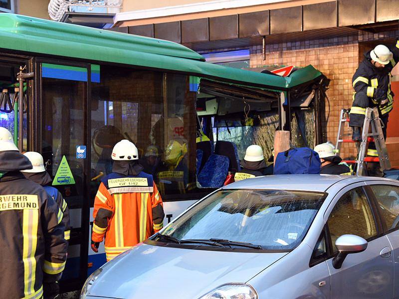 В Германии в ДТП со школьным автобусом пострадали более 40 детей