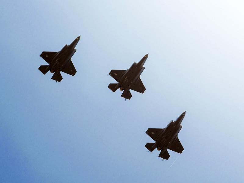 """Израильские ВВС нанесли удар по лагерю """"Хамаса"""" в секторе Газа в ответ на ракетный обстрел"""