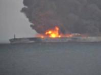 На горящем у берегов Китая нефтяном танкере произошел взрыв