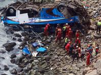 """Автобус с пассажирами рухнул в пропасть на """"Повороте дьявола"""" в Перу, погибли 48 человек"""