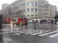 По их словам, в многоэтажном жилом доме, расположенном на улице Диляры Алиевой, взорвался газ. Находящимся поблизости торговым объектам нанесен ущерб