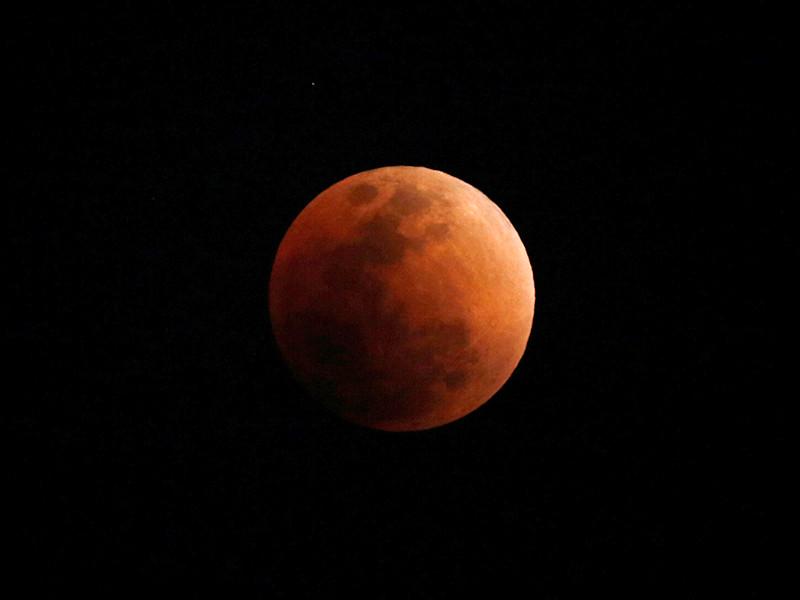 NASA запустило трансляцию суперлуния и кровавого лунного затмения