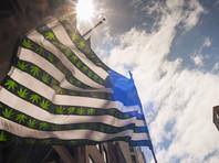 Восемь штатов США уже узаконили использование марихуаны в рекреационных целях и более половины штатов - в медицинских. Однако в соответствии с федеральным законом о контролируемых веществах от 1970 года каннабис является незаконным препаратом, наряду с героином и ЛСД
