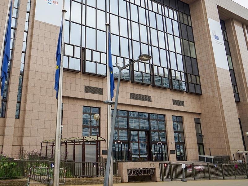 В рамках выполнения резолюции Совета безопасности ООН о новых санкция в отношении Северной Кореи, принятой 22 декабря, власти Евросоюза одобрили расширение санкционных списков ЕС, включив в них еще 16 граждан КНДР, а также министерство народных вооруженных сил страны