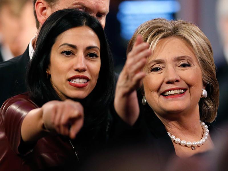 Хума Абедин( на фото - слева) и Хиллари Клинтон, 15 ноября 2015 года