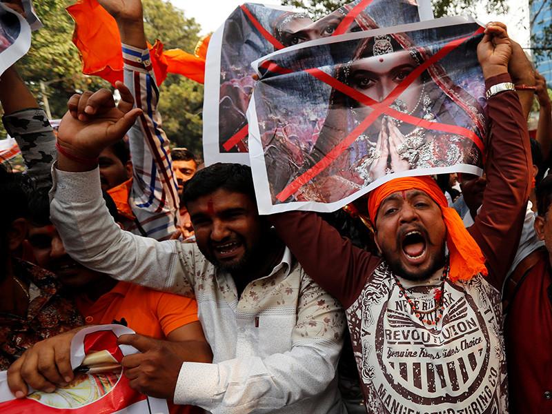 """В Индии проходят массовые протесты в преддверии выхода в свет скандального фильма """"Падмават"""""""