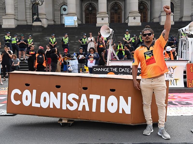 """Национальный праздник День Австралии омрачился митингами протеста против """"белого вторжения"""" на континент (ФОТО, ВИДЕО)"""