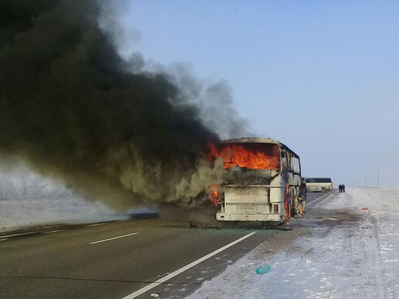 Заместитель министра МВД Казахстана Ерлан Тургумбаев сообщил о том, что возгорание в автобусе в Актюбинской области, в результате которого погибли 52 человека, вероятно, произошло из-за использования в салоне для обогрева паяльной лампы