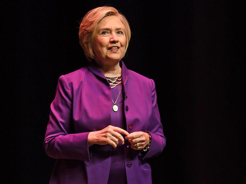 Представители республиканской партии в профильных комитетах Конгресса США обнаружили новые нарушения и противоречия в расследовании ФБР, связанном с передачей засекреченной информации через незащищенный сервер личной почты бывшего госсекретаря Хиллари Клинтон