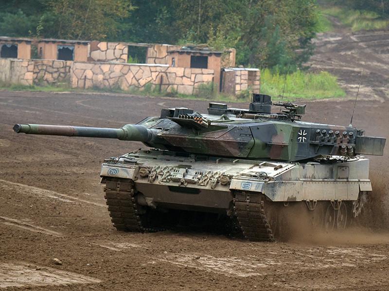 """Правительство Германии приняло решение временно отложить решение вопроса о дальнейшем экспорте немецких танков """"Леопард"""" в Турцию из-за проводимой официальной Анкарой операции """"Оливковая ветвь"""" на севере Сирии"""